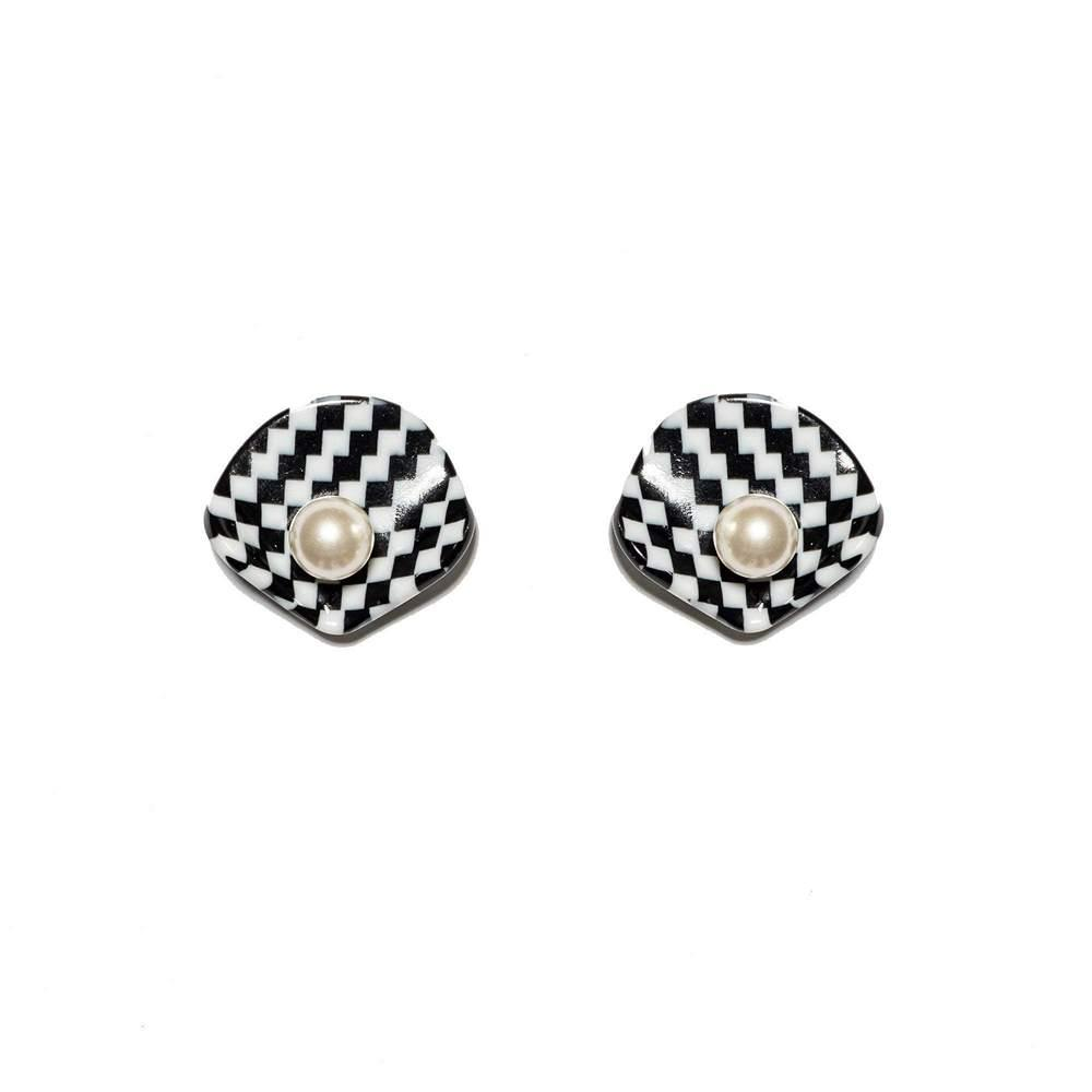Clamshell Button Earrings Item # LS1193BW